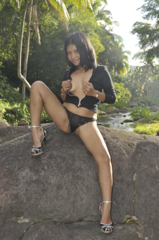SensualKisser4u from asians247